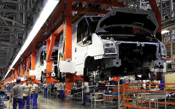 Sanayi ve Teknoloji Bakanı Varank, Ford Otosan'ın Kocaeli'deki yeni yatırım çalışmalarını inceledi
