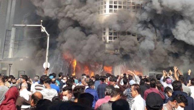 İran'da protestolar devam ediyor…