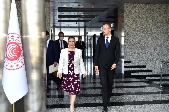 Ticaret Bakanı Pekcan, Macaristan Ticaret Bakanı Szijjarto ile görüştü