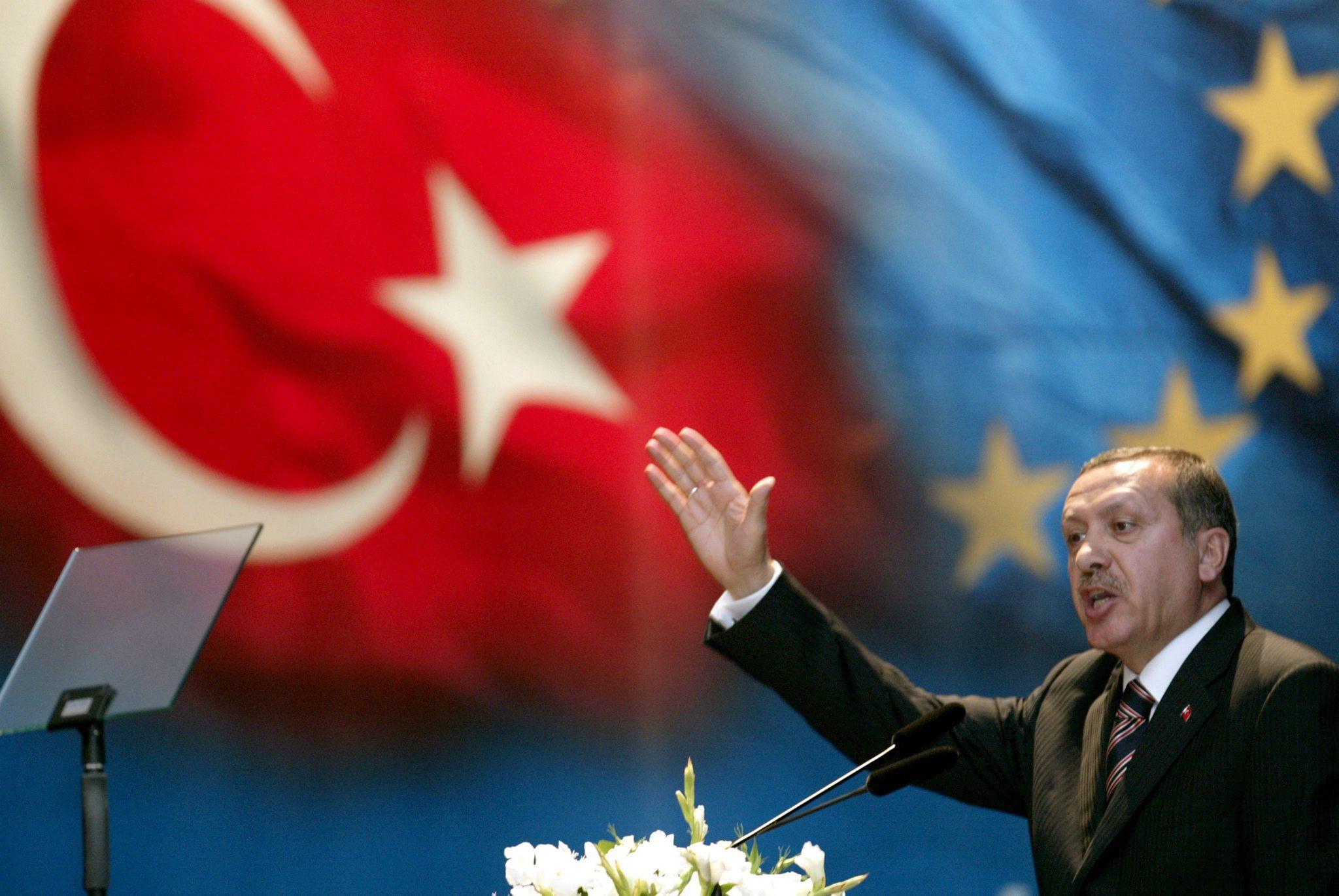 AB Zirvesi: Erdoğan'ı teşvik ve yaptırımlarla iyi ikili ilişkilere yönlendirme hedefi