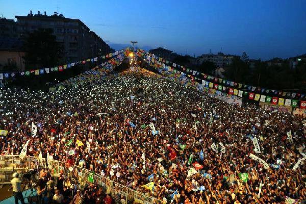 AYM, HDP iddianamesini Yargıtay'a iade etti; Bahçeli AYM de kapatılsın dedi