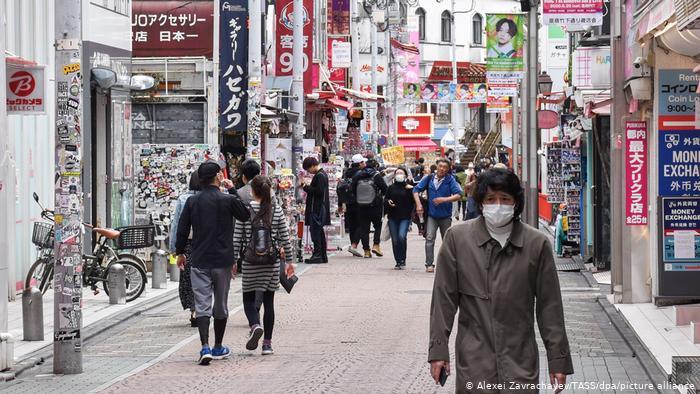 Japonya'da COVID-19 vaka sayısı artışı çift dipli resesyon riskini artırmakta